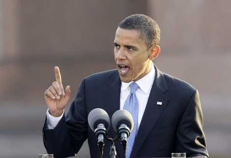 US Democratic presidential candidate Senator Barack Obama delivers his speech at the Victory Column in Berlin